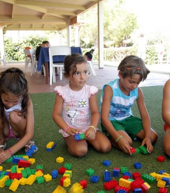 Giochi con le costruzioni al Miniclub