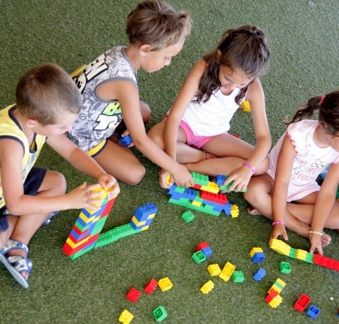 Giochi di gruppo per bambini piccoli e grandi